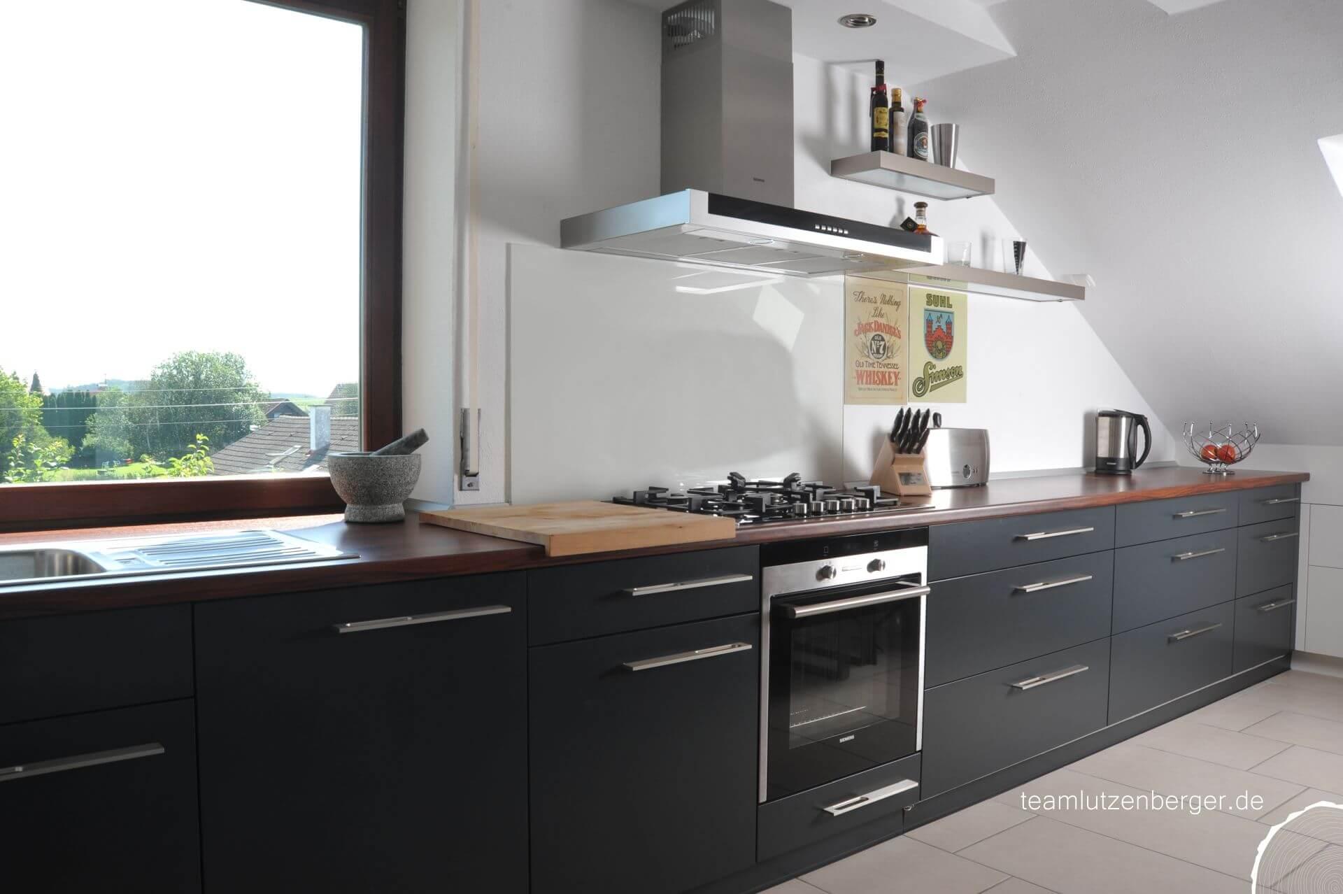 Küche in Dachschräge - Teamlutzenberger