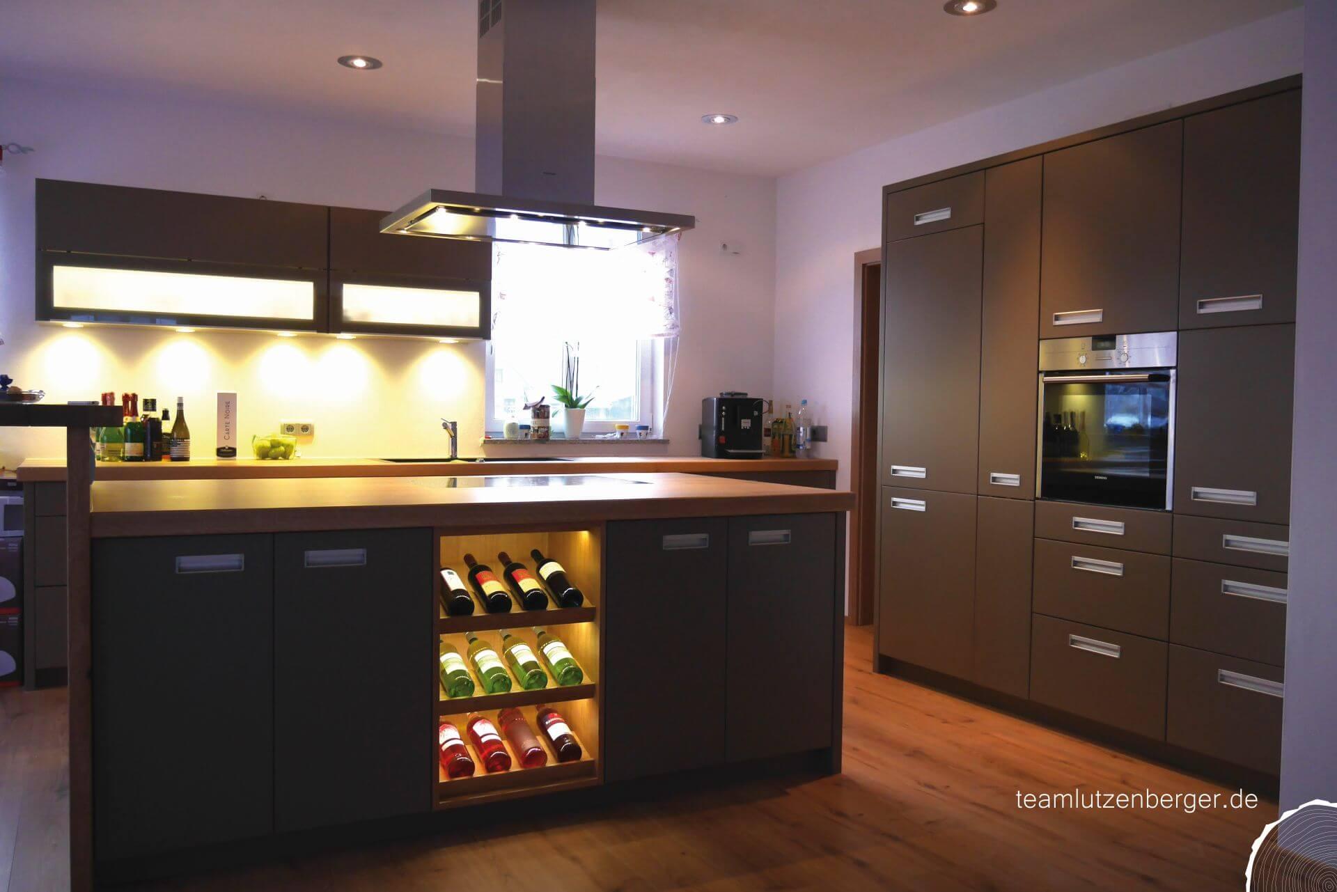Küche mit Theke Einfamilienhaus - Teamlutzenberger